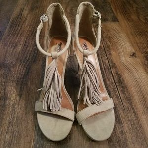 Mossimo size 9 tan tassel strappy high heel sandal